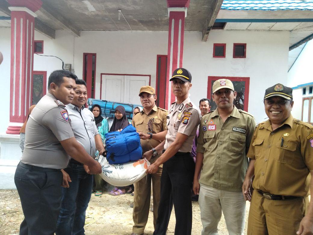 Proses Penyerahan Bantuan terhadap Korban Banjir