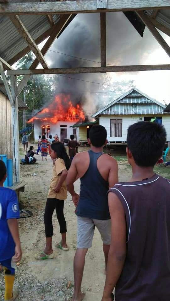Rumah Kades Marobea dilalap Sijago Merah