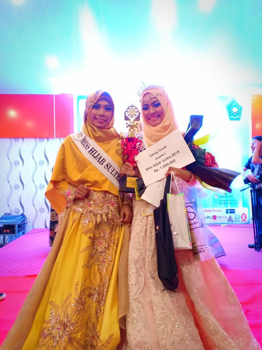 Foto: Fadiyah Aulanisa (kanan) Pemenang Miss Hijab Sultra 2018.