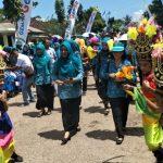Ketua tim penilai lomba penggerak PKK-KKBPK Sulawesi tenggara, Maswati Majid saat mengunjungi desa Longa Kabupaten Wakatobi