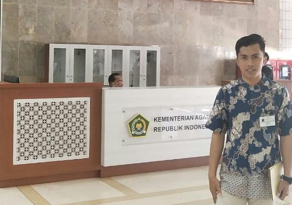 ERWIN, Pemuda Pemerhati Kebijakan Pemerintah Daerah Kolaka Timur
