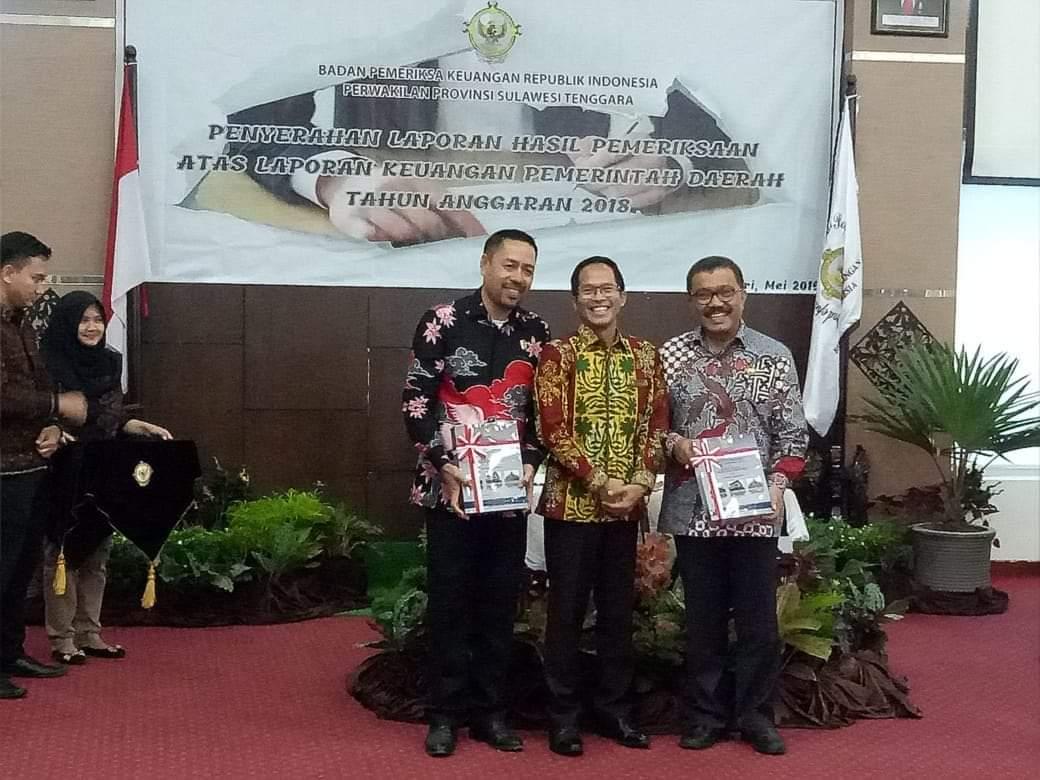 Penyerahan Piagam Raihan OPINI WTP untuk Pemkab Wakatobi
