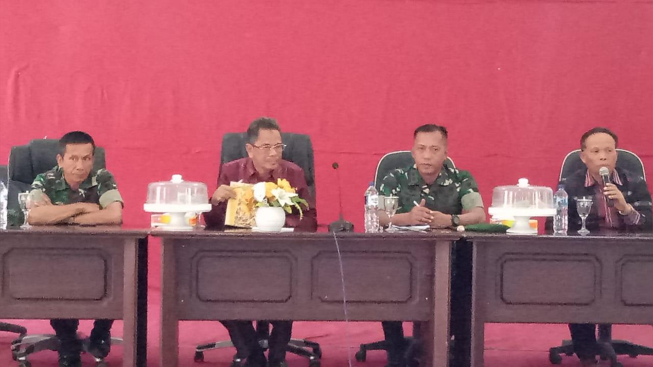 Foto Komandan Kodim 1413 Buton bersama Sekda Busel