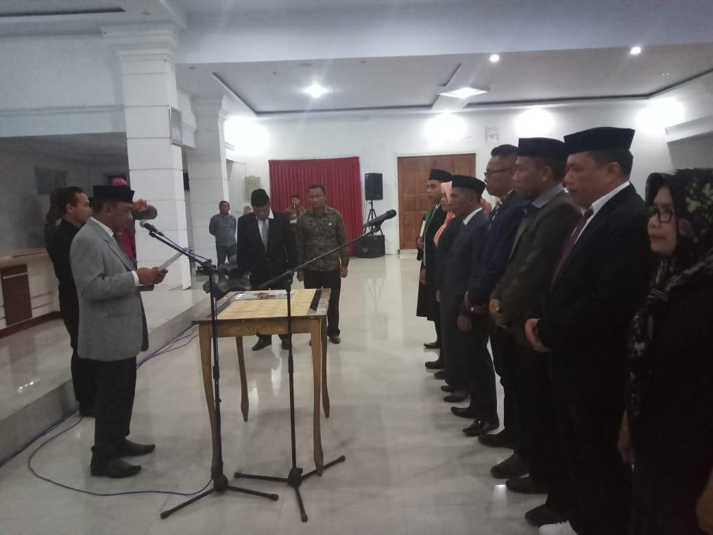 Pj. Sekda Muna, Ali Basa. saat Melantik Pejabat