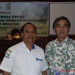 Direktur PDAM, Zakaria bersama Presiden OEC, Kuniki Shimoji saat