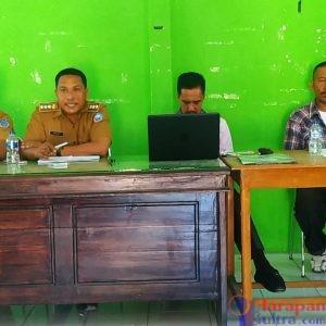 Camat Batauga, Hardin, S, Pd, MM bersama TA PMD Kab. Busel saat rakor