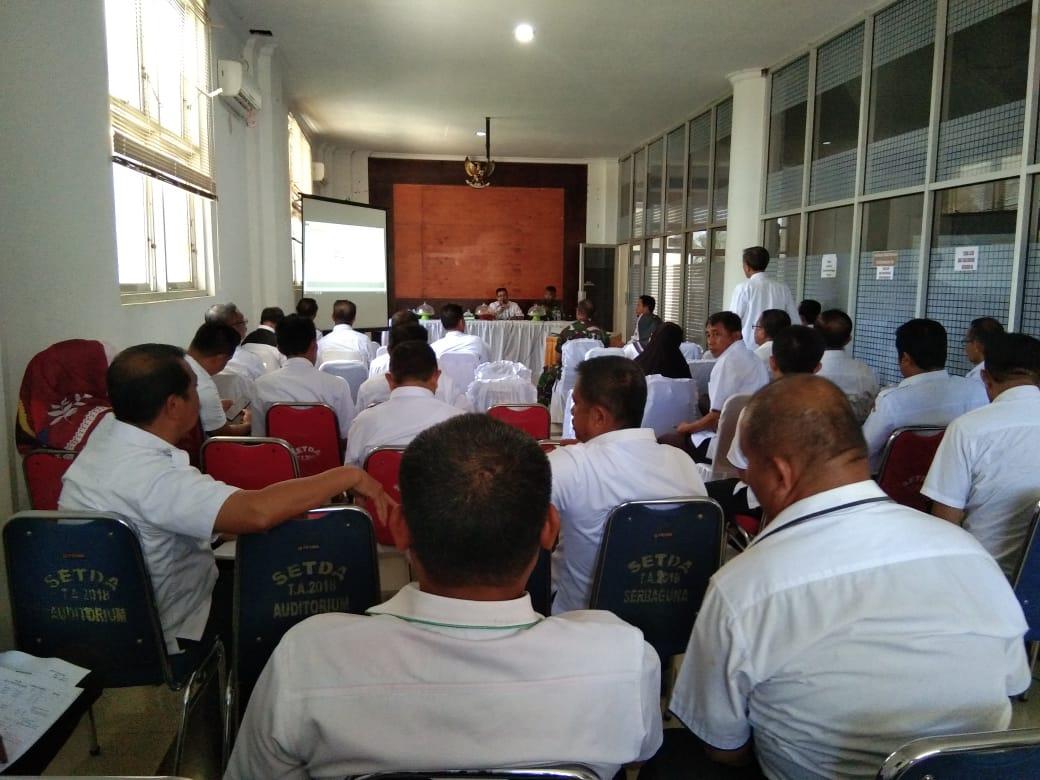 Suasana Rapat Pembentukan Panitia HUT Bombana di Aula Kantor Bupati Bombana,Rabu (16/10/2019).