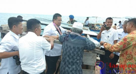 Ketgam : Bupati Muna, LM Rusman Emba Melihat Hasil Perikanan Desa Lagasa.