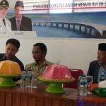 Ketgam : Kepala Bidang Pengendalian dan Evaluasi Pembangunan Bappeda Busel, Camat Siompu dan Anggota DPRD Busel. La Hijira, SH