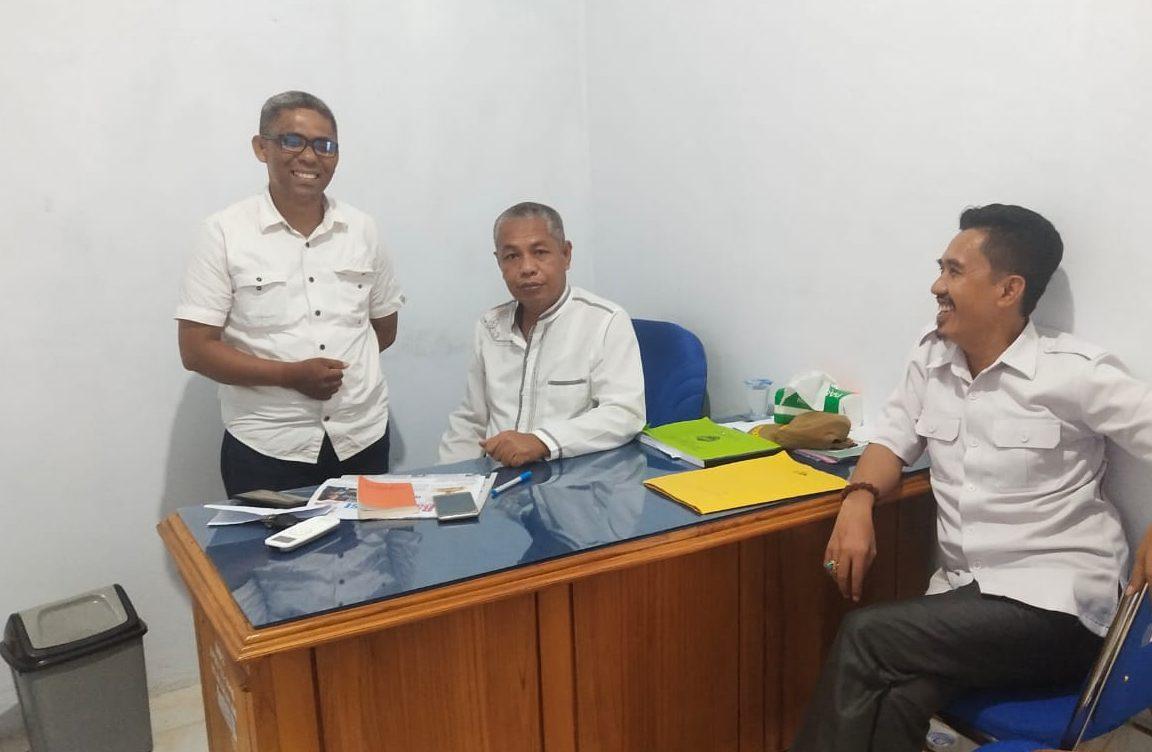 Ketgam : Tenaga Ahli PP Amiruddin Majid (kiri), Kepala Dinas Ketahanan pangan Busel Muhammad Al Iksan (tengah) TA PMD Abady Makmur (kanan).