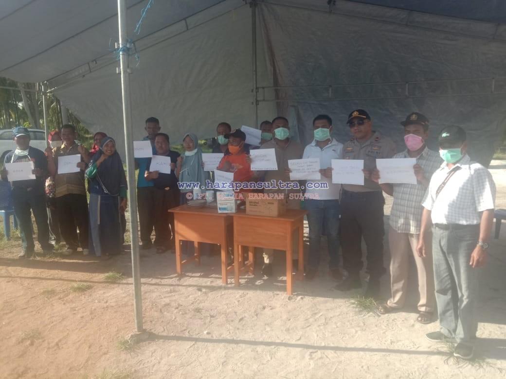Bupati dan Ketua DPRD Saat Memantau Posko Covid-19 di Kecamatan Siompu Barat