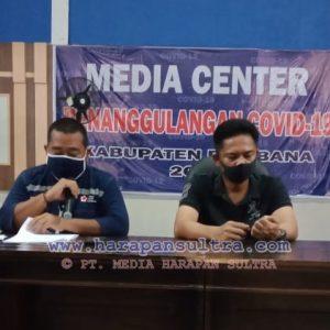 Heryanto A Nompa [kiri] Jubir Satgas Covid-19 Bombana, dan AKBP Andi Herman, SIK [kanan] Kapolres Bombana saat memberikan keterangan PERS