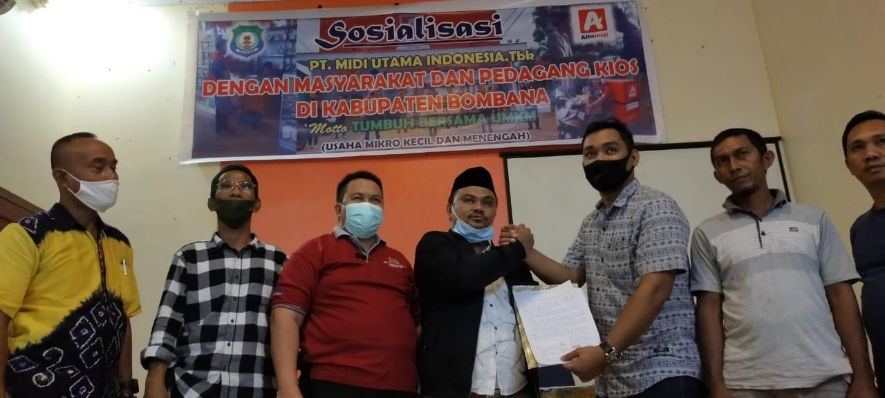Penyerahan Surat Pernyataan usai Sosialisasi Masuknya Alfa Midi di Bombana