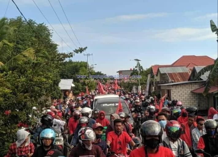 Ketgam : Ribuan Massa Penjemput Ketua PDI-P Sultra, Lukman Abunawas