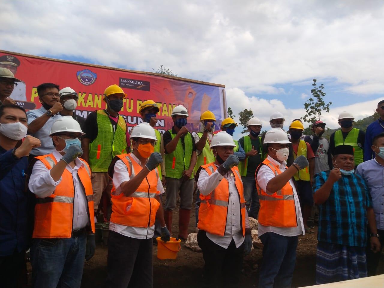 Foto Bersama usai Acara Peletakan Batu Pertama Pembangunan Rumah Sakit