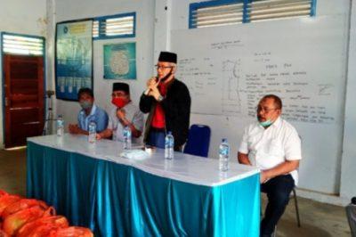 Ketgam : Wakil Gubernur Provinsi Sulawesi Tenggara saat memberikan sambutan penyerahan bantuan APD ke Gugus Tugas Covid-19 Butur