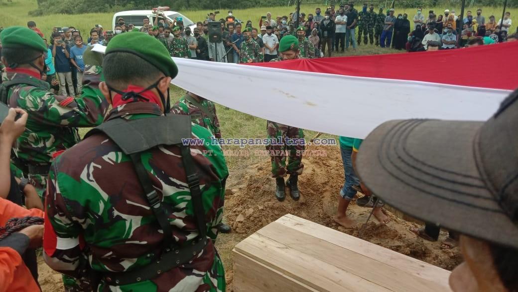 Proses Pemakaman Nasaruddin dan Puterinya