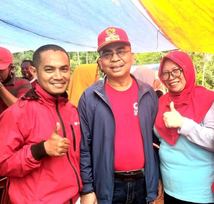 Bupati Butur, Abu Hasan (Tengah) saat menghadiri Panen raya Padi Organik