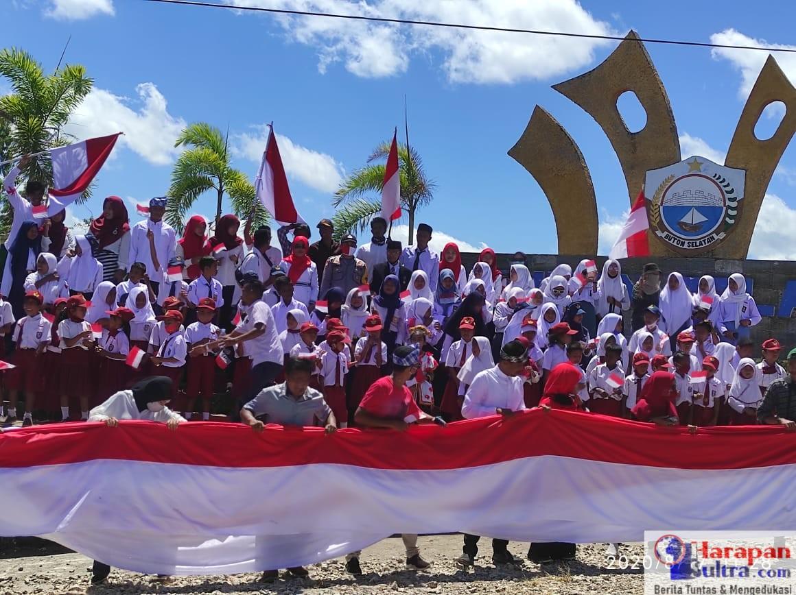 Pembentangan Bendera Merah Putih sepanjang 75 Meter di Desa Lawela