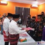 Ketgam : Abu Hasan-Suhuzu saat menyerahkan berkas kepada KPU Kabupaten Butur