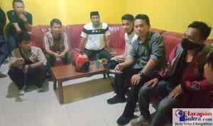 Sejumlah Fasilitator Desa saat didatangi Polisi untuk Dimintai Keterangan