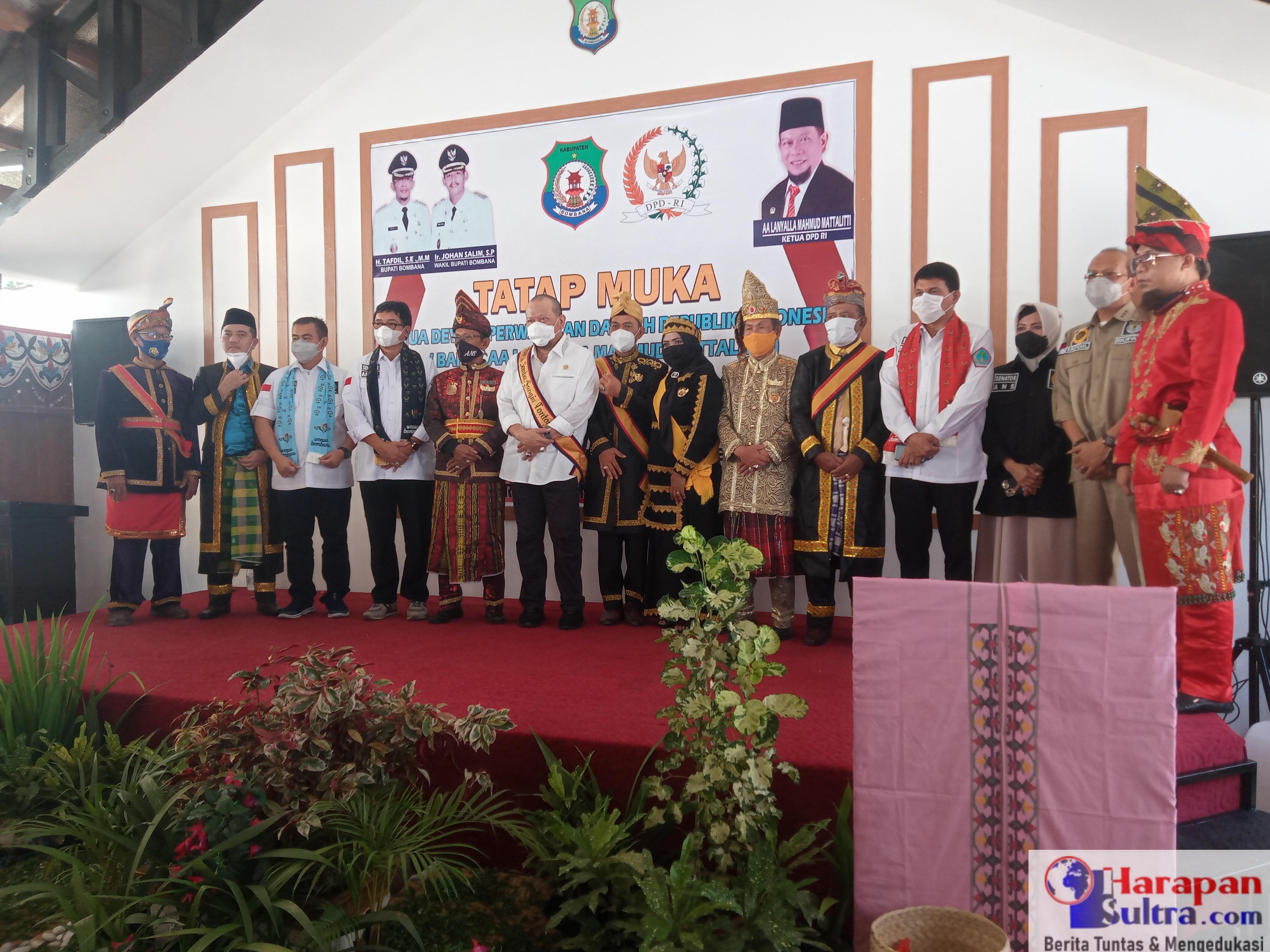Foto Bersama Usai Penganugerahan Gelar Kerajaan Tokotua Kabaena