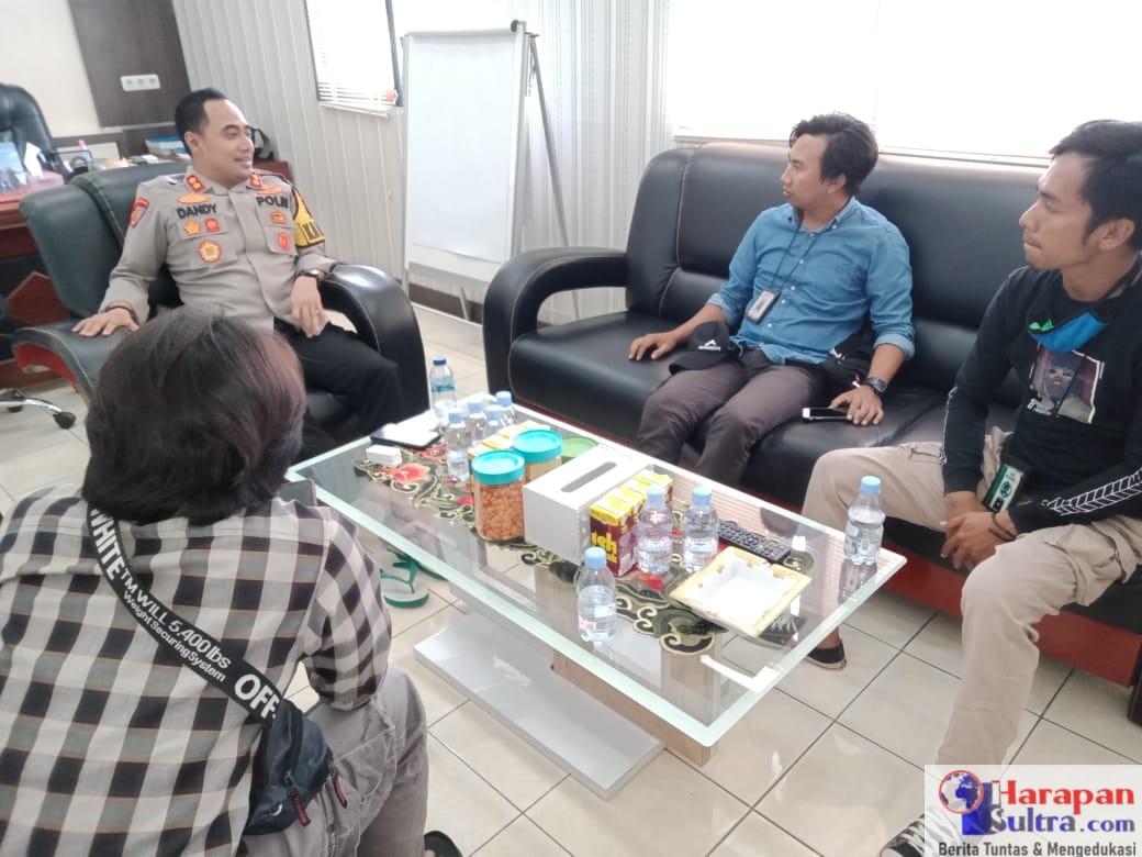 Kapolres Bombana. AKBP Dandy Ario Yustiawan, S.IK saat menerima sejumlah awak media