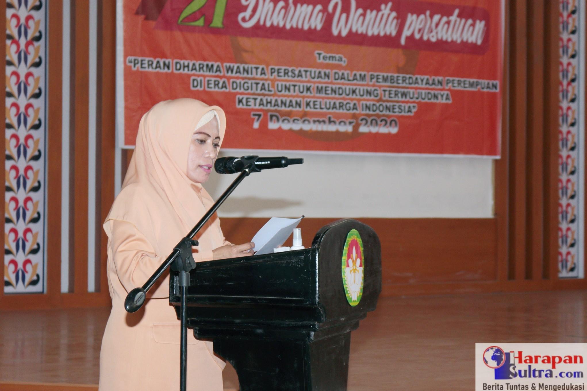 Anggota DPD-RI, Hj. Andi Nirwana Sebbu (ANS) saat memberikan sambutan pada HUT Dharma Wanita Persatuan Tingkat Kabupaten Bombana