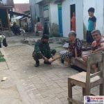 Anggota TNI-AD saat bersosialisasi di Kelurahan lampopala