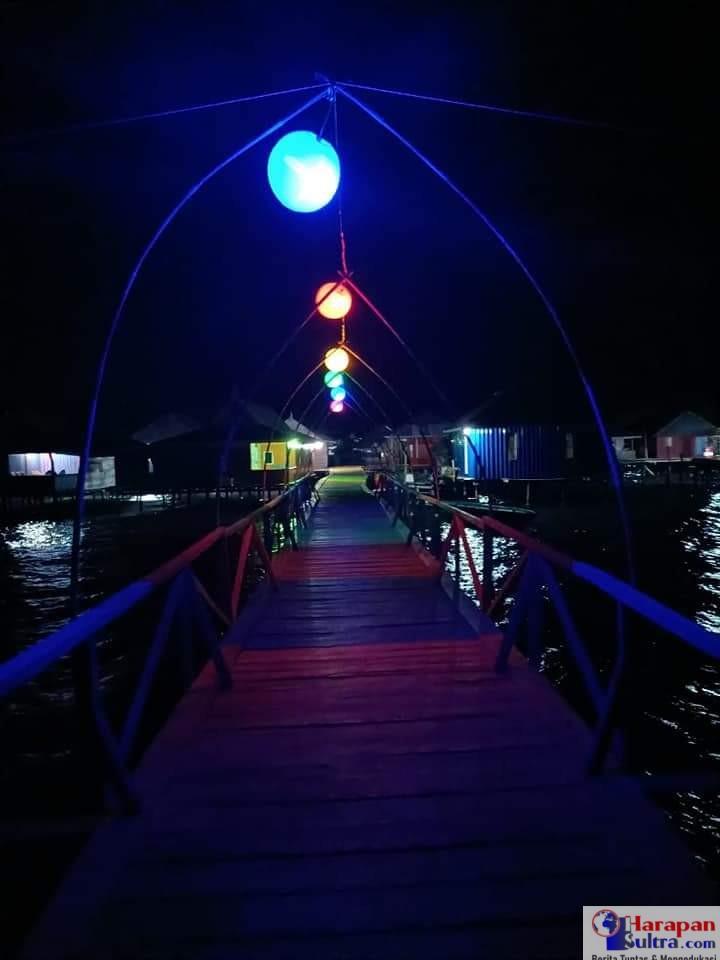 Spot swafoto Kampung Bajo pada malam hari
