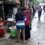 Babinsa saat bersosialisasi di Kelurahan Rukuwa