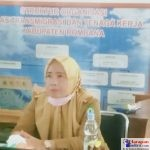 Kadis Transnaker Kabupaten Bombana Drs. Mohamad Subur, M.Si (Kanan)