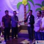 Ketgam : Gubernur LIRA Sultra Karmin Serahkan SK Ke Bupati LIRA Konawe Satriadin
