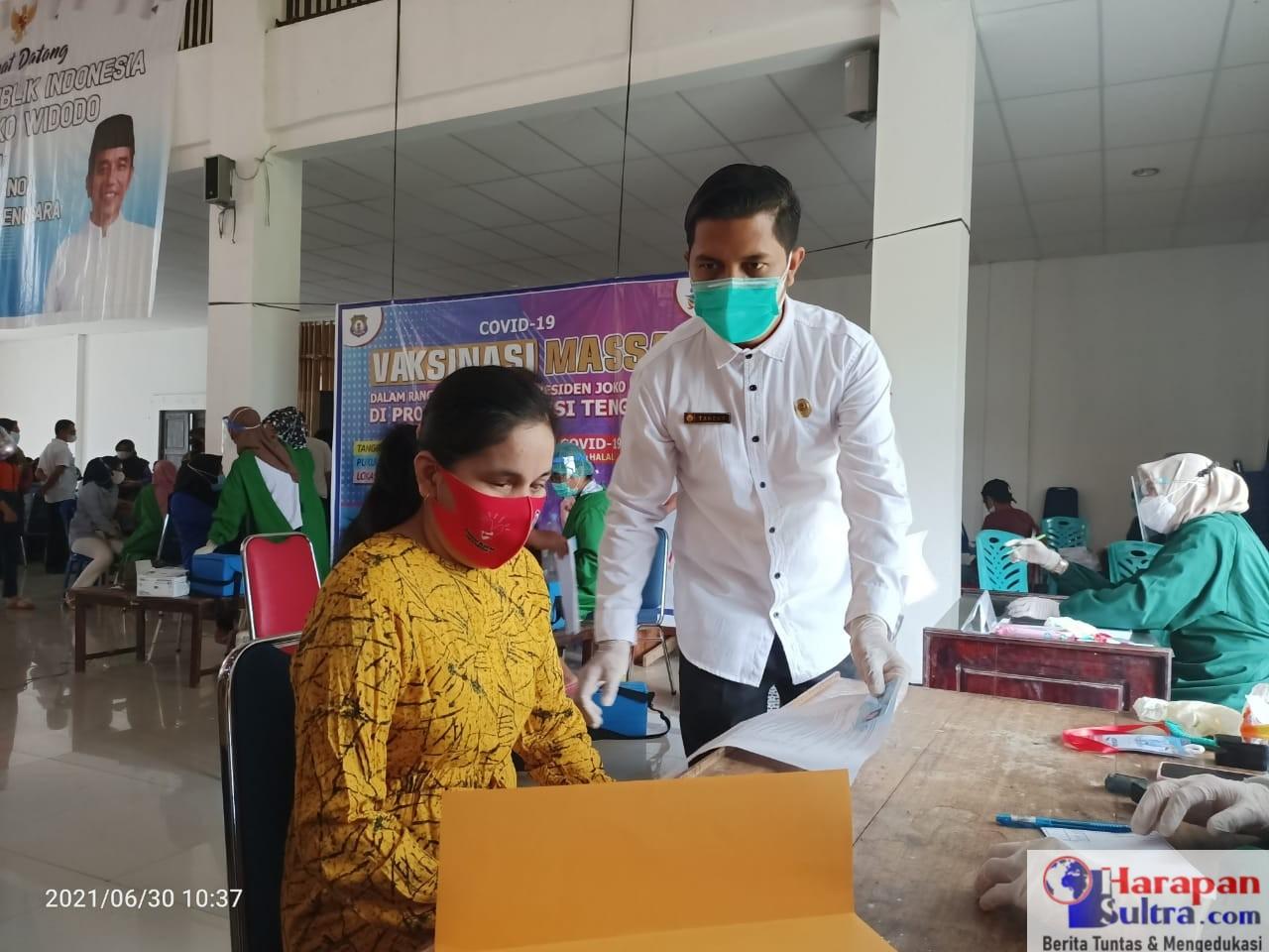 Nurhayati didampingi Kabid Pelayanan dan Sumber Daya Kesehatan Dinkes Bombana, Tarzan SKM.