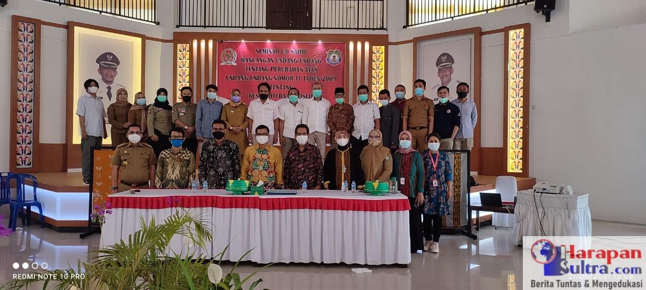 Foto Bersama usai pelaksanaan seminar