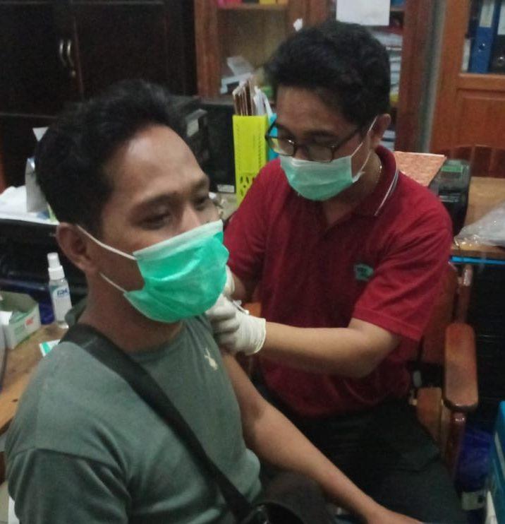 Salah satu warga saat di Vaksin