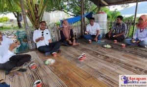 Kepala Desa Gaya Baru, Wa Aua saat mendampingi Tenaga pendamping Profesional Buton Selatan saat melakukan monitoring di Desa Gaya Baru.
