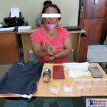 YL (39 tahun) saat diperiksa di Polres Bombana