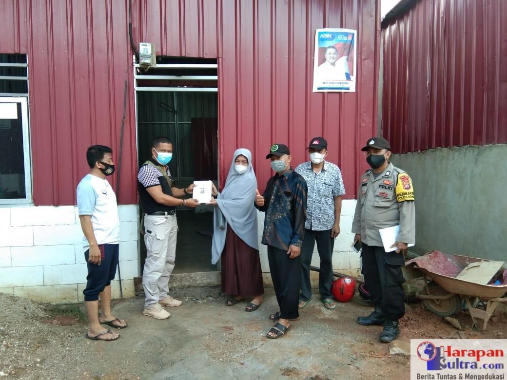 Penyerahan bantuan kepada korban puting beliung