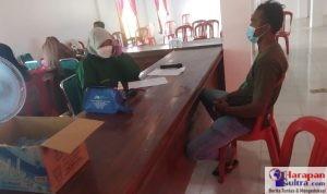 Petugas Melayani Warga untuk di Vaksin