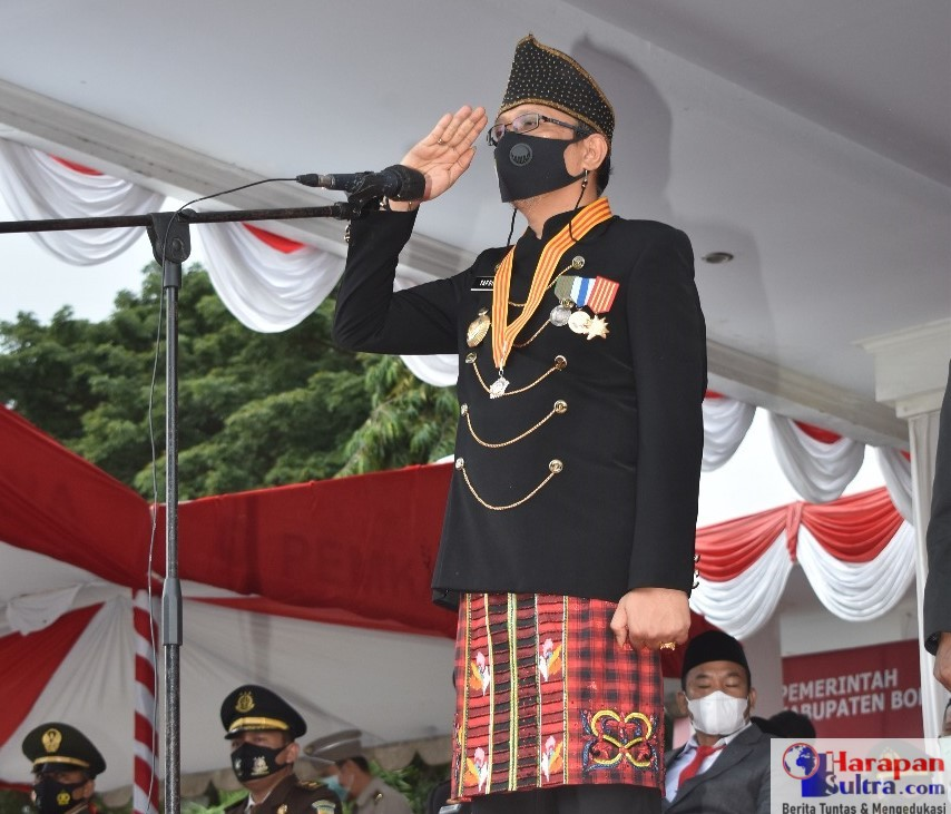 Bupati Bombana, H. Tafdil saat Memimpin Upacara HUT-RI