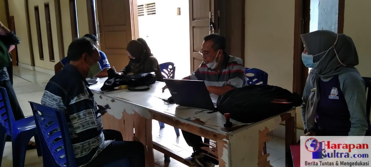 PKM Rumbia saat menggelar Vaksinasi di Desa Lantawonua