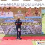 Bupati Bombana, H. Tafdil saat memberikan sambutan acara peletakan batu pertama pembangunan SOR Rumbia